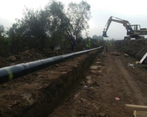 Placement of gas pipeline pipe into the trench 1