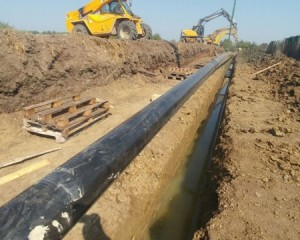 Placement of gas pipeline pipe into the trench 2